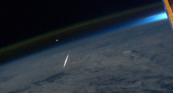 Perseid_meteor_shower_ISS_astronaut_Ron_Garan